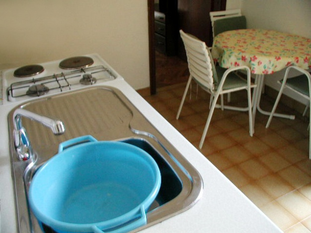 sime-betina-apartment4b-kitchen2